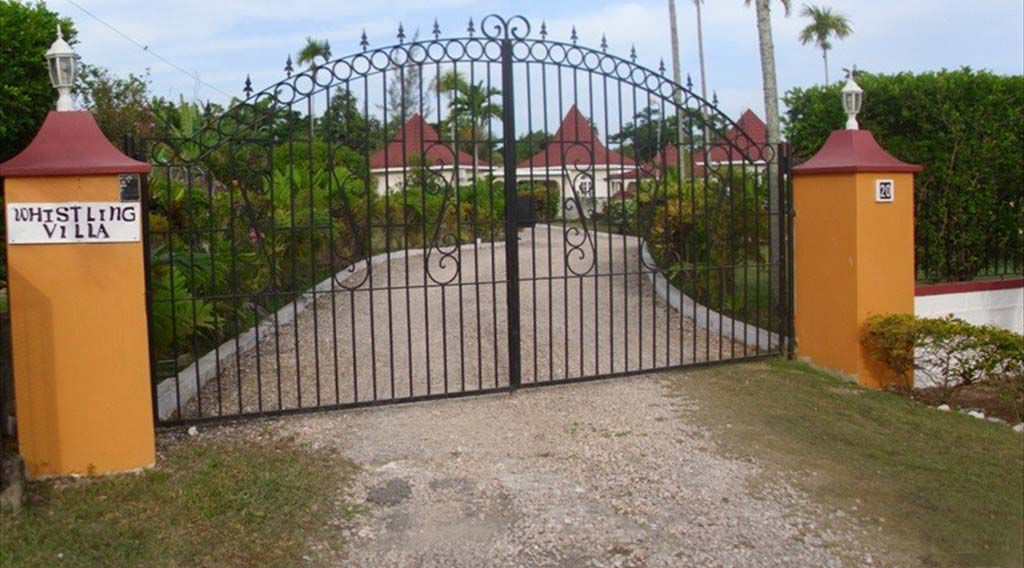 gated villa in Runaway Bay