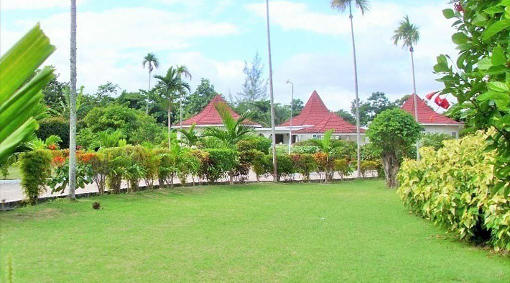 villa with garden in Runaway Bay